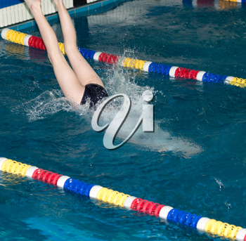 People with splashes of dives in the pool