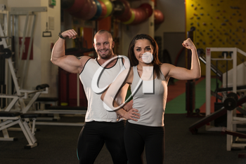 Awesome Bodybuilding Couple Showing Their Muscles And Posing In Gym