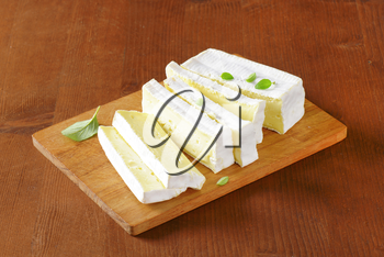 Carr� de l'Est - French cow's milk cheese with white rind