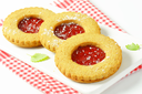 Round Linzer cookies made from whole wheat flour