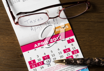 Calendar showing the due date and filing deadline for income tax forms in the USA for 2017